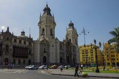 Lima, Perú - 31 de diciembre de 2014: Vista de la iglesia de la catedral y Foto de archivo libre de regalías
