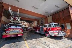 LIMA PERU - APRIL 15, 2013: Lima Fire vakt Vehicles royaltyfria bilder