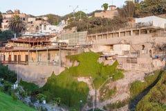 LIMA PERU - APRIL 22, 2013: Miraflores biuldings i solnedgång peru arkivfoto