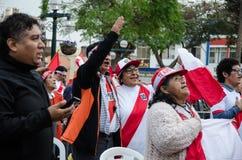 Lima, Peru - 10 de outubro de 2017: Fanatismo em Peru Peru contra Colômbia Rússia 2018 Imagem de Stock