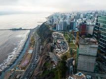 LIMA, PERU - dezembro, 12, 2018: Antena das construções de Miraflores do centro em Lima imagem de stock royalty free