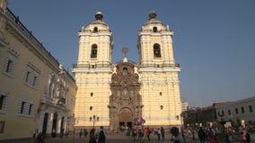 Lima, Peru - junho, 12, 2016: o monastério San Francisco em Lima, Peru filme