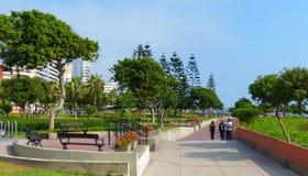 Lima, Peru Park im Wohnviertel Miraflores, das Pazifikküste übersieht stockbild
