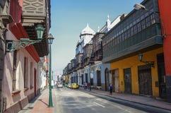 Lima, Petu - 31 de diciembre de 2013: Opinión de la calle de la ciudad vieja de Lima con Fotografía de archivo