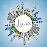 Lima Skyline con Gray Buildings, el cielo azul y el espacio de la copia Imagenes de archivo