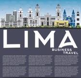 Lima Skyline con Gray Buildings, el cielo azul y reflexiones Foto de archivo libre de regalías