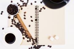 Ślimakowaty notepad, kawa i cygaro, Fotografia Royalty Free