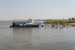 Liman de Sergeevka Dniéster del Mar Negro y de la nave en la foto de la región de Odessa, Ucrania, el 20 de junio de 2017 Imagen de archivo