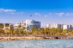 LIMASSOL CYPERN - April 01, 2016: Limassol Cityscape och Seasid Arkivbild