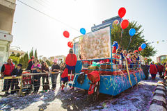 LIMASSOL CYPR, LUTY, - 26: Dziecko karnawał bierze część w dzieciach karnawałowa parada, Luty 26, 2017 w Limassol Zdjęcie Stock