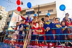 LIMASSOL CYPR, LUTY, - 26: Dziecko karnawał bierze część w dzieciach karnawałowa parada, Luty 26, 2017 w Limassol Zdjęcia Stock