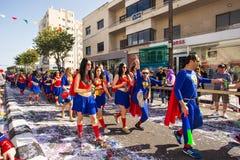 LIMASSOL CYPR, LUTY, - 26: Karnawałowi uczestnicy na Cypr Karnawałowej paradzie na Luty 26, 2017 w Limassol Obraz Stock