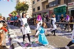 LIMASSOL CYPR, LUTY, - 26: Karnawałowi uczestnicy na Cypr Karnawałowej paradzie na Luty 26, 2017 w Limassol Fotografia Royalty Free
