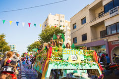 LIMASSOL CYPR, LUTY, - 26: Karnawałowi uczestnicy na Cypr Karnawałowej paradzie na Luty 26, 2017 w Limassol Zdjęcie Stock