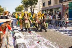 LIMASSOL CYPR, LUTY, - 26: Karnawałowi uczestnicy na Cypr Karnawałowej paradzie na Luty 26, 2017 w Limassol Zdjęcia Stock
