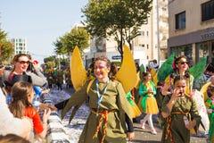 LIMASSOL CYPR, LUTY, - 26: Karnawałowi uczestnicy na Cypr Karnawałowej paradzie na Luty 26, 2017 w Limassol Obrazy Stock