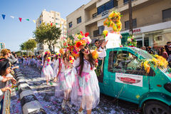 LIMASSOL CYPR, LUTY, - 26: Karnawałowi uczestnicy na Cypr Karnawałowej paradzie na Luty 26, 2017 w Limassol Zdjęcie Royalty Free