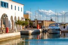 Limassol de promenade van de Jachthavenstrandboulevard cyprus royalty-vrije stock afbeeldingen