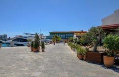 Limassol Marina na niebieskie niebo bezchmurnym dniu zdjęcia royalty free
