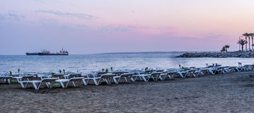 Limassol plaża przy półmrokiem Obrazy Stock