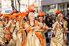 LIMASSOL, ZYPERN - 26. FEBRUAR: Großartige Karnevalsparade - nicht identifizierten Leute alles Alters, Geschlechtes und Nationali Lizenzfreies Stockbild