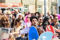 LIMASSOL, ZYPERN - 26. FEBRUAR: Großartige Karnevalsparade - nicht identifizierten Leute alles Alters, Geschlechtes und Nationali Stockfoto