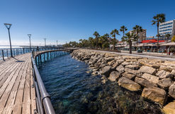 Limassol, Zypern - 15. Februar 2017: Promenade an Molos-Küste Stockbild