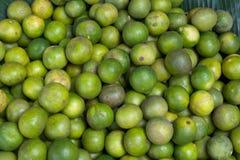 Limefrukt i den Thailand marknaden Royaltyfri Bild