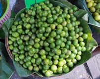 Limefrukt i den Thailand marknaden Royaltyfri Foto