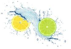 limefrukt- och citronfärgstänkvatten royaltyfri bild