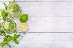 Limefrukt- och mintkaramelldetoxvatten Arkivbild