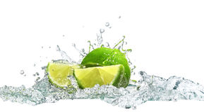 Limefrukt och vatten arkivfoto