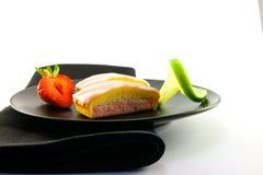 limefrukt skivar jordgubben arkivbild
