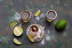limefrukt skjuten tequila royaltyfria bilder