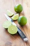 Limefrukter på skärbräda Royaltyfri Fotografi