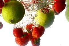 limefruktfärgstänk arkivbild