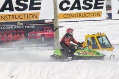 Limefruktgräsplan arktiska Cat Sno Pro Snowmobile Racing av Royaltyfria Bilder