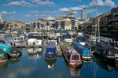 Limehouse盆地和金丝雀码头,伦敦,英国 库存照片