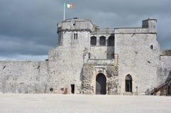 Limerick, Irland Juni 2017, konung John & x27; s-slott från inre Royaltyfri Foto