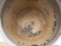 Limescale, Skala im alten Kessel Ein weißer, kreideartiger Rückstand von der Ablagerung des Calciumcarbonats Problem des harten W lizenzfreies stockfoto