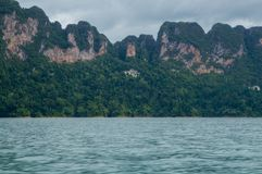 Limestone mountains on the shore of Cheow Lan Lake Royalty Free Stock Photos
