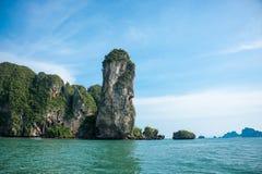 Limestoneklippa på Krabi Royaltyfria Bilder