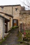 Limeuil, in het gebied dordogne-Périgord in Aquitaine, Frankrijk Middeleeuws dorp met typische die huizen op de heuvel worden nee stock foto's