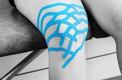 Limfatyczna kolanowa technika, dwa fan paska Kinesiology taśma w si Obraz Royalty Free