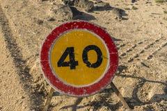 Limitación 40 de la señal de tráfico foto de archivo