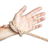 Limitación atada mano del hombre con una cuerda. Imágenes de archivo libres de regalías