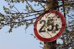 Limitation de poids au printemps image libre de droits