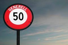 Limite de velocidade 50 do sinal de estrada no crepúsculo Fotografia de Stock Royalty Free