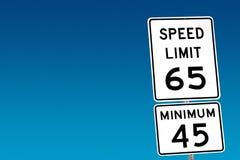 Limite de velocidade 65 - mínimo 45 Imagem de Stock Royalty Free