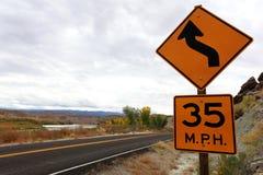 Limite de velocidade e sinal da curva Imagens de Stock Royalty Free